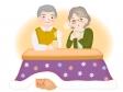 おじいちゃんとおばあちゃんがこたつでお茶を飲んでいるイラスト