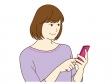 スマホを操作している女性のイラスト
