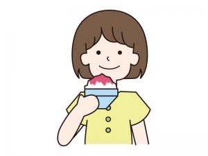 イチゴシロップのかき氷を持つ女の子のイラスト