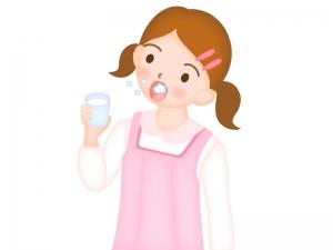 風邪予防・うがいをしている女の子のイラスト