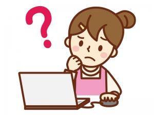 パソコンをしてハテナを浮かべる主婦のイラスト