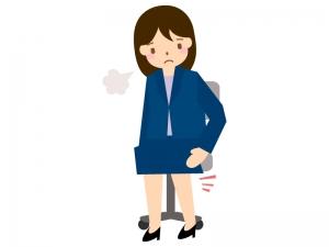 オフィスで足のむくみを気にする女性のイラスト