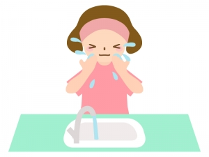 洗面所で洗顔をする女性のイラスト